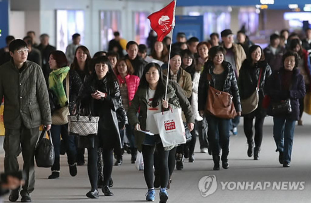 """We've had multiple Chinese companies and organizations cancelling their visits to Korea following the THAAD deployment decision,"" said a Korea-China event agency. ""We think they're watching out for their government, which disapproved of the decision."" (image: Yonhap)"