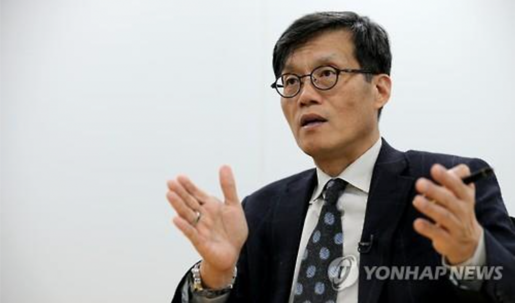 """""""If South Korea keeps adhering to the current regulative mindset on the service industry, it will likely be outpaced by China before completing the manufacturing-to-service transition,"""" said Lee, who had served as the vice chairman of the Financial Services Commission, the top financial regulator. (image: Yonhap)"""