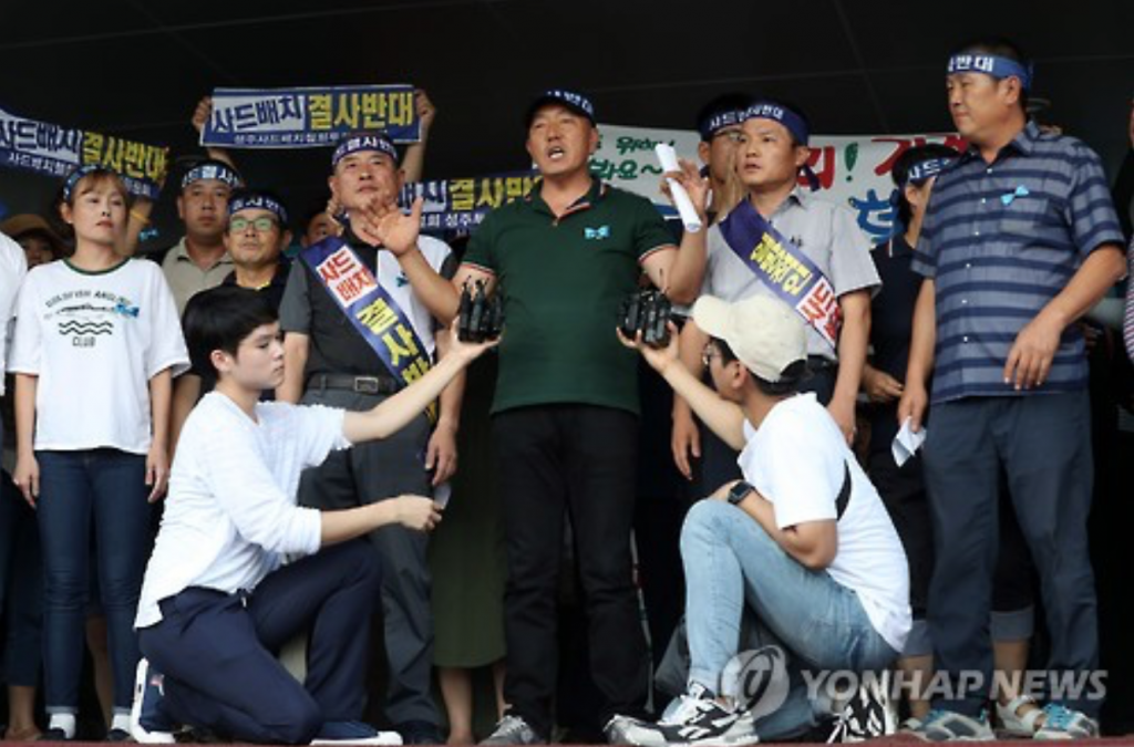 A leader of protesters opposing the deployment of a U.S. missile defense system in their neighborhood announces in Seongju, North Gyeongsang Province, on Aug. 21, 2016, that they will ask the government to pick another site for the system. (image: Yonhap)