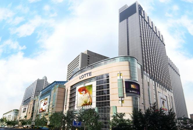 According to retail industry watchers, a handful of new restaurants are set to open next month in the food court section of Lotte's flagship department store in Myeongdong, which is currently being renovated. (image: Lotte)