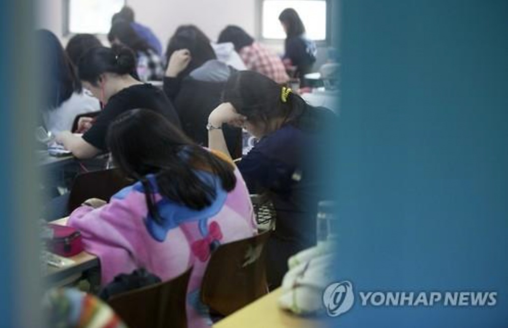 Under the city's regulation, private teaching institutes are prohibited from operating after 10 p.m. The municipal ordinance was introduced to cut households' spending on private education and protect students from excessive competition. (image: Yonhap)
