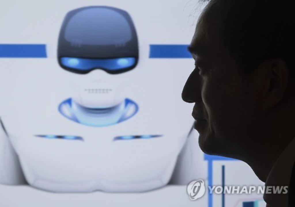 After at least a few months of the test-run, the FSC will pick firms to be allowed to provide full-scale robo-advisor services. (image: Yonhap)