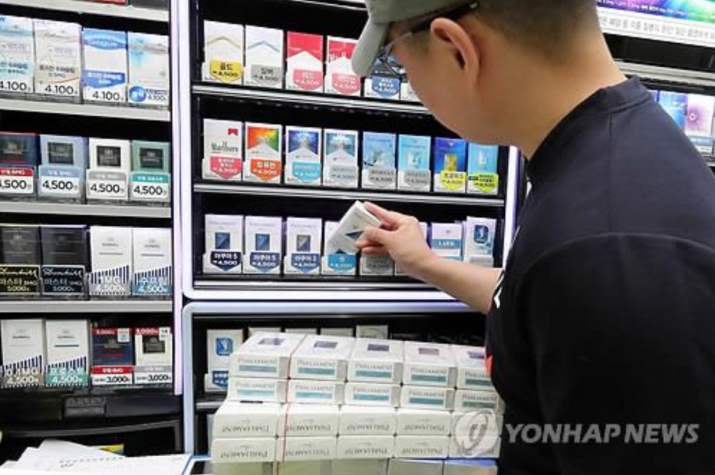 According to the sources, the National Tax Service (NTS) has been conducting an extensive tax probe into Philip Morris Korea, which sells the Marlboro brand, and British American Tobacco (BAT) Korea, the vendor of Dunhill cigarettes. (image: Yonhap)