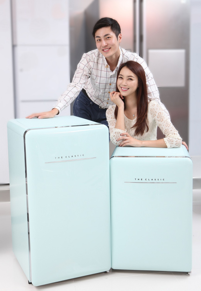 Dongbu Daewoo Electronics first released a 150-liter fridge called The Classic in 2013. Offered in 'cream white' and 'mint', The Classic is marked by its roundish, retro design with a silver door handle, distinguishing itself from the looks of conventional refrigerators. (image: Dongbu Daewoo Electronics)