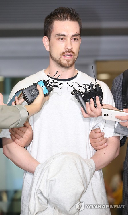 Arthur Patterson accused of murdering a South Korean college student in 1997 speaks to reporters after being extradited to South Korea at Incheon airport, west of Seoul, on Sept. 23, 2015. (image: Yonhap)