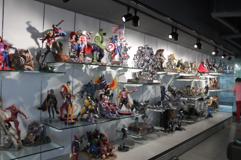 Man Opens Café with Private Collection of 1,000 Action Figures
