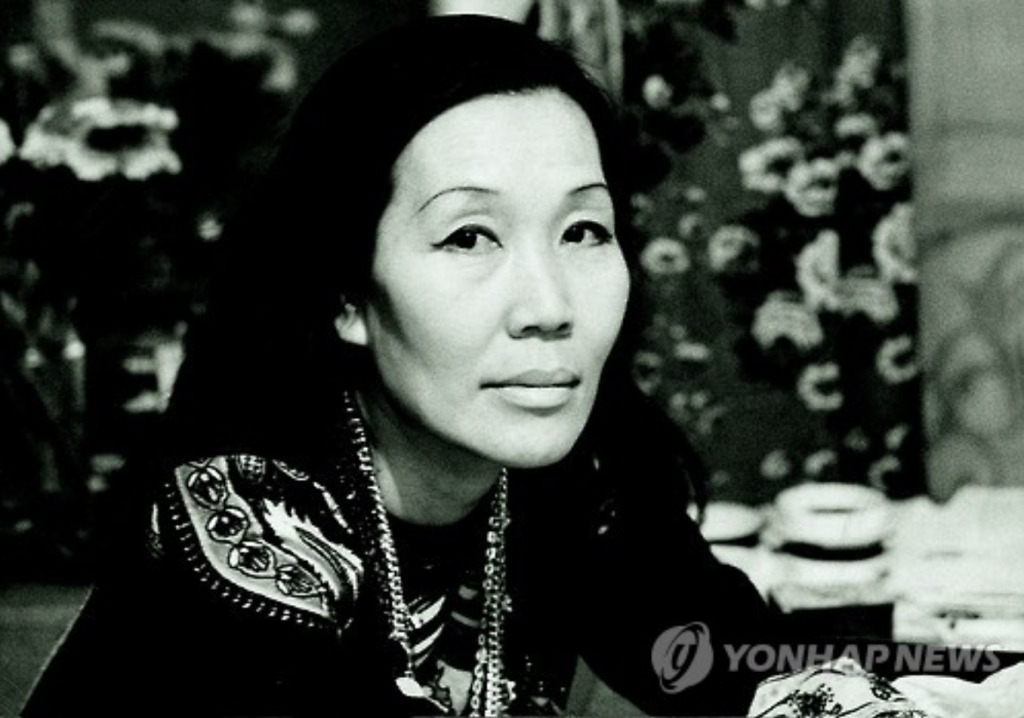 Unconvinced and full of despair, Chun donated 93 of her works and left Korea for the United States in 1998, never to return. (image: Yonhap)