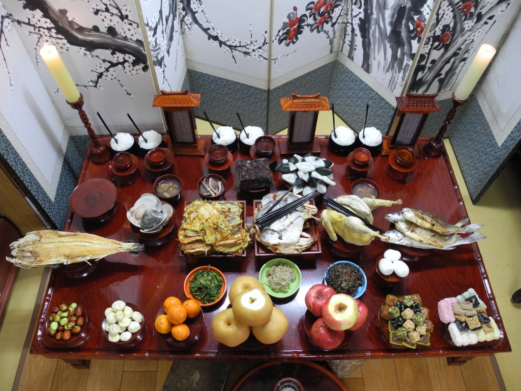 Ceremonial table, offering food to ancestors as part of a traditional ritual. It takes place on the morning of Chuseok. (image: Wikimedia)