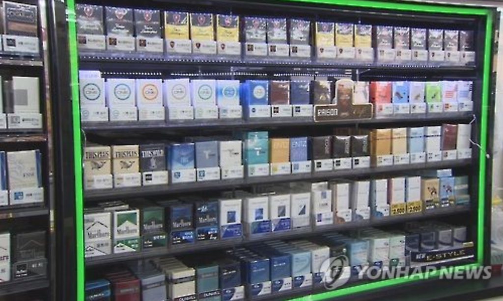 The government raised the cigarette price as of Jan. 1, 2015, from 2,500 won to 4,500 won per pack. (image: Yonhap)