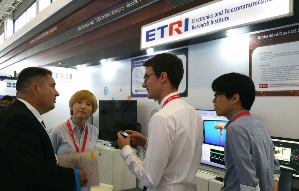 During the show, the ETRI exhibited technology related to augmented reality, broadcasting services, operating systems, and cloud computing – and consulted some 40 overseas businesses for potential technology transfer. (image: ETRI)