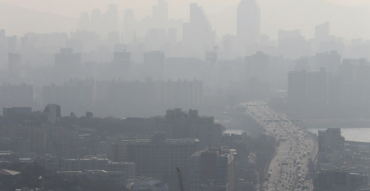 Prime Minister Renews Vow to Cut Fine Dust Emissions by 30 Pct