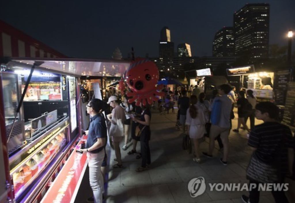 The province has been encouraging food truck enterprises in its cities as part of its endeavor to create more jobs for youth and those in the lower income classes. (image: Yonhap)
