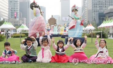 Korean Traditional Apparel Festival Takes off in Seoul