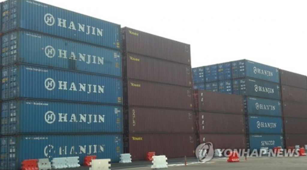 Hanjin Shipping Co.'s container boxes are stacked five high at Busan port in Gyeongsang Province on Sept. 9, 2016. (image: Yonhap)