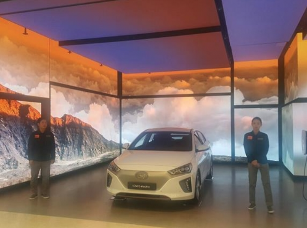 Hyundai Motor displays plug-in Ioniq model at its showroom at Starfield during a pre-opening event on Sept. 5, 2016. (image: Yonhap)