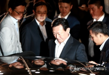 Lotte Group Chairman Avoids Arrest over Corruption Allegations