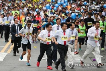 Seoul Necktie Marathon Promotes Local Businesses