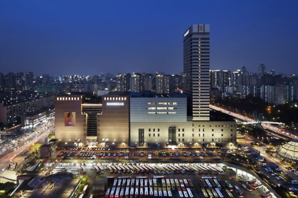 Central City is a complex made up of Shinsegae Department Store, a hotel and express bus terminal located in Gangnam, which was selected as the site for Shinsegae's new duty-free store. (image: Yonhap)