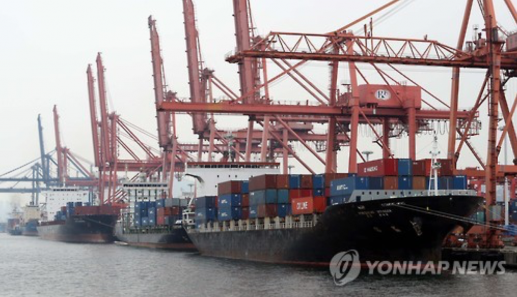 A total of 1.7 trillion won will be injected to the local shipbuilding sector, which faces contracted demand and massive layoffs, amid tough corporate restructuring led by industry leaders Hyundai Heavy Industries Co. and Daewoo Shipbuilding & Marine Engineering Co. (image: Yonhap)