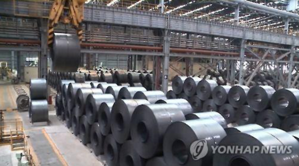 In South Korea, steel consumption in 2008 hit 61 million tons. Last year, it was 58.35 million tons. Production of crude steel, which was 71.54 million tons in 2014, fell to 69.76 million tons in 2015. (image: Yonhap)
