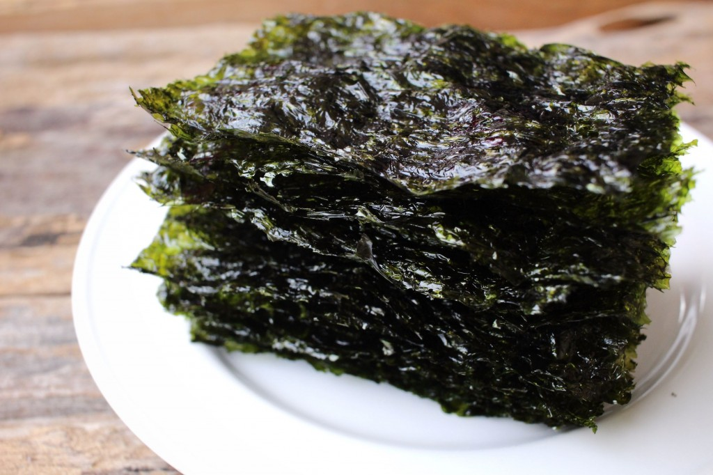 "Dried seaweed pressed into a dark green sheet is called ""kim"" in Korean, and they are usually roasted with sesame oil and fine salt to be served as a side dish in traditional Korean dining. They also serve as condiments, snacks and main ingredient for rice rolls. (image: KobizMedia/ Korea Bizwire)"