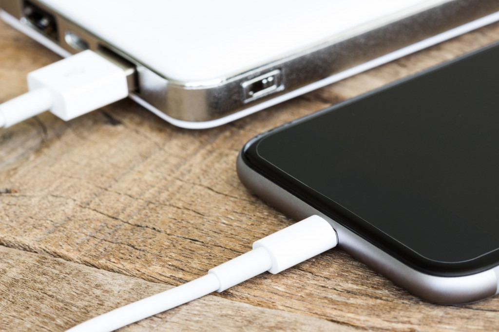 Lithium-ion batteries have so far governed the global rechargeable battery market due to their outstanding energy and power capability. However, they have the weakness of taking too long to charge and discharge. (image: KobizMedia/ Korea Bizwire)