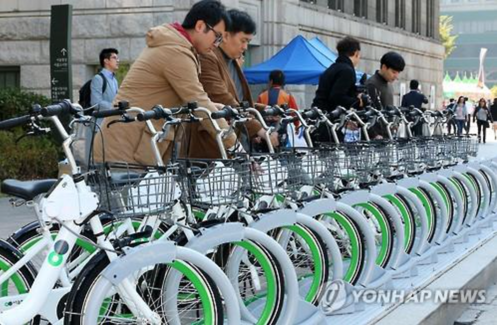 The biggest advantage of Ddaleungee is not only its affordability, but also mobility, allowing users to rent and return the bikes at any of the 450 rental stations across the city. (image: Yonhap)