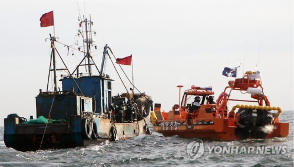 "According to the Coast Guard's guidelines on the use of firearms, they are open to use their weapons ""if a sailor attacks using dangerous objects, in group assaults involving at least two sailors, or under any other circumstances that may threaten lives or inhibit physical defense."" (image: Yonhap, from a Coast Guard operation against Chinese fishing vessels in April 2017)"