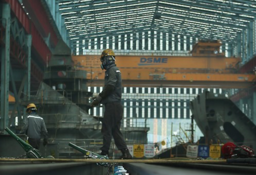 South Korean shipbuilders have been under severe financial strain since the 2008 global economic crisis, which sent new orders tumbling amid a glut of vessels and tougher competition from Chinese rivals. (image: Yonhap)