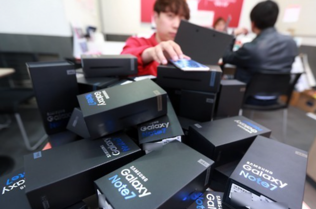 """Problems in the batteries were found to be highly likely the cause of the fires, but we found nothing unusual in the smartphone itself,"" said the ministry. (image: Yonhap)"