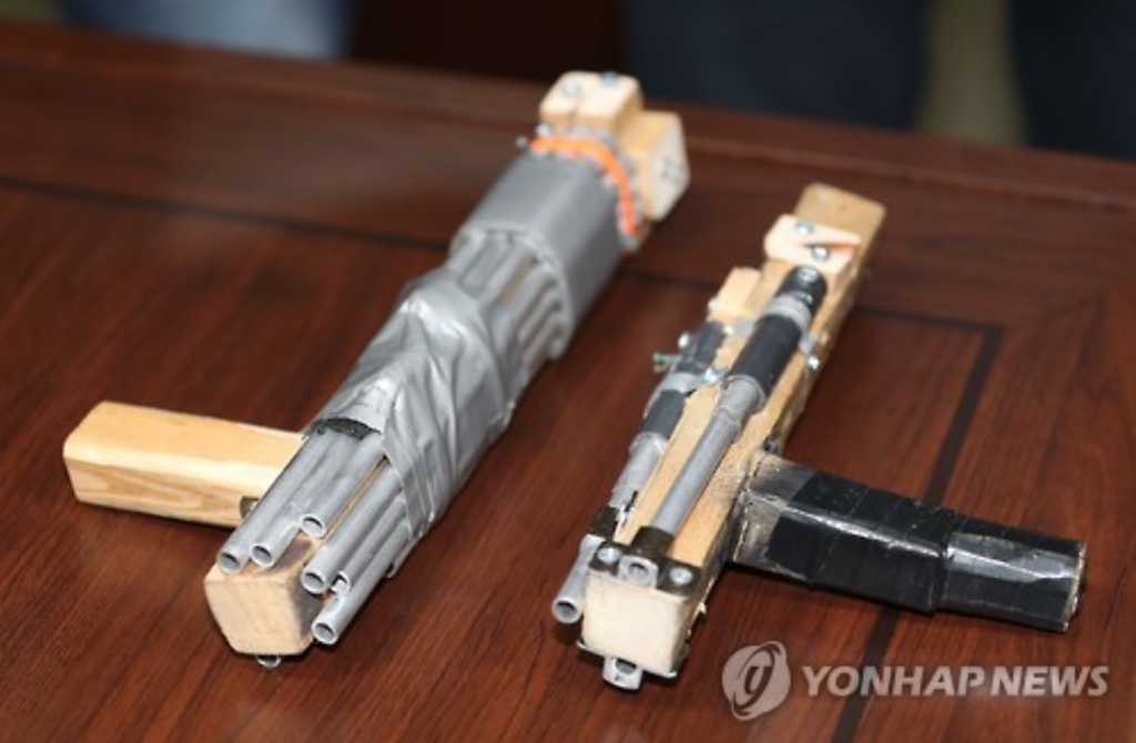 Officials noted that the weapon used by Seong was not as elaborate as some of the ones found online, but it was certainly powerful enough to penetrate through the back of officer Kim and damage his lung. (image: Yonhap)