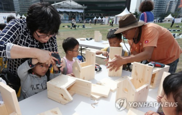 Learning Woodworking in Central Seoul