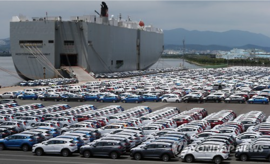 """A drop in car sales weighed heavily on consumption data, due to the end of the government-led tax-cut program and partial strikes at automobile firms."" (image: Yonhap)"