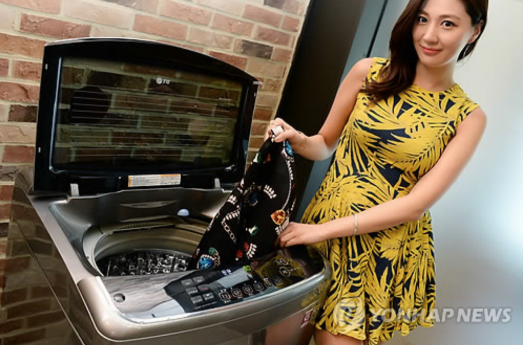 LG's steam washing machine. (image: Yonhap)