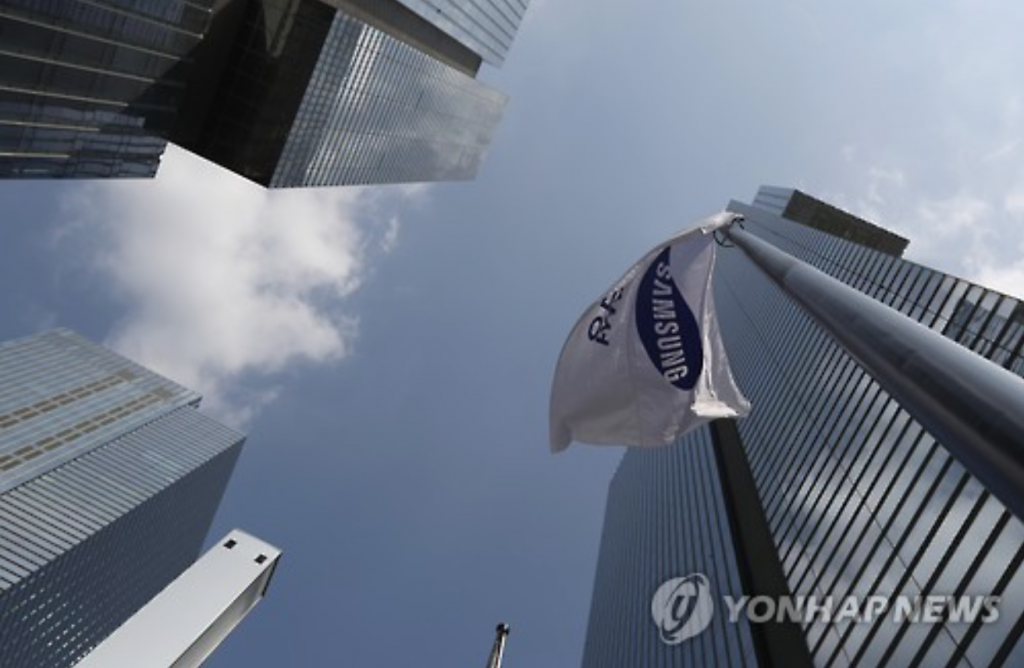 """The determination of Korea's largest conglomerate to end its relationship with politics is kind of like implementing its own version of the anti-corruption law for the entire business world."" (image: Yonhap)"