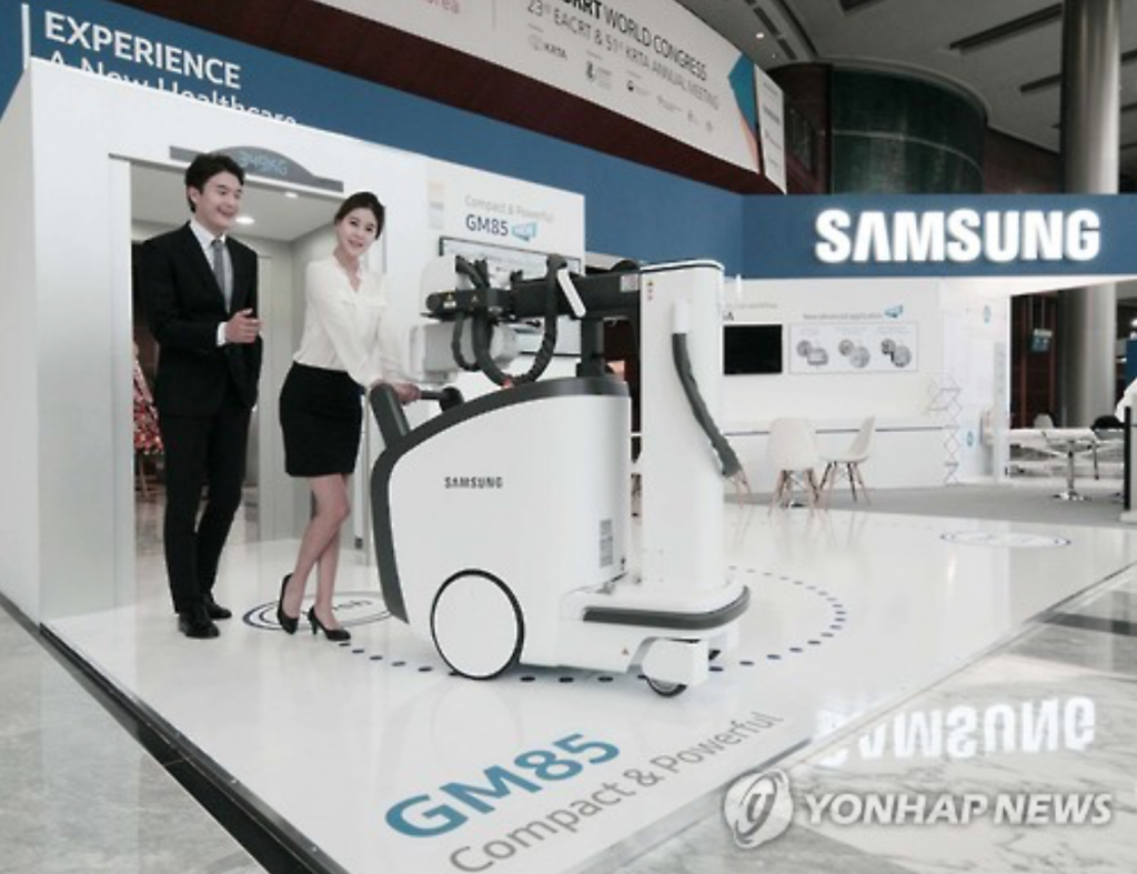 At 555 mm in width and 349 kg in weight, the digital X-ray allows easy access even in tight spaces like elevators, Samsung said. (image: Yonhap)