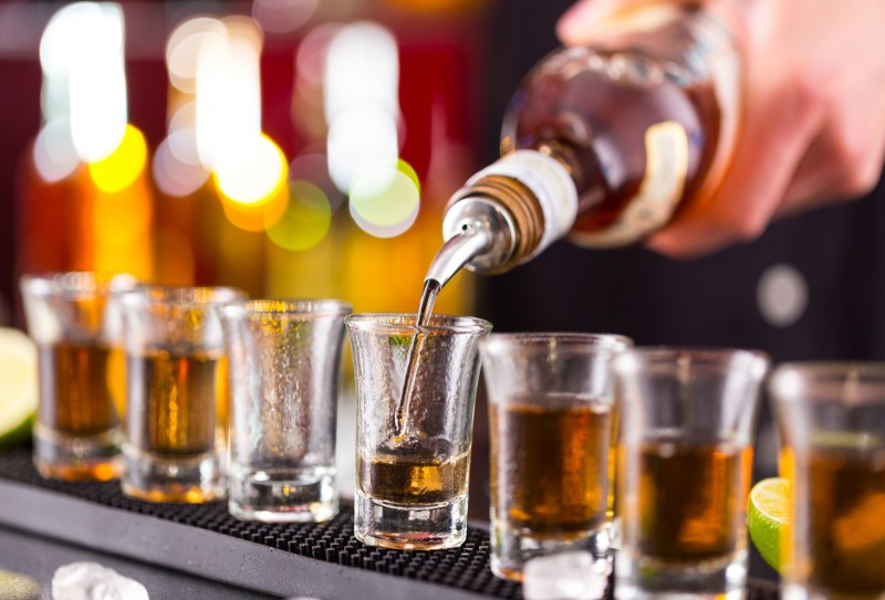 Anti-Graft Law Gives Rise to Home-Drinking Trend