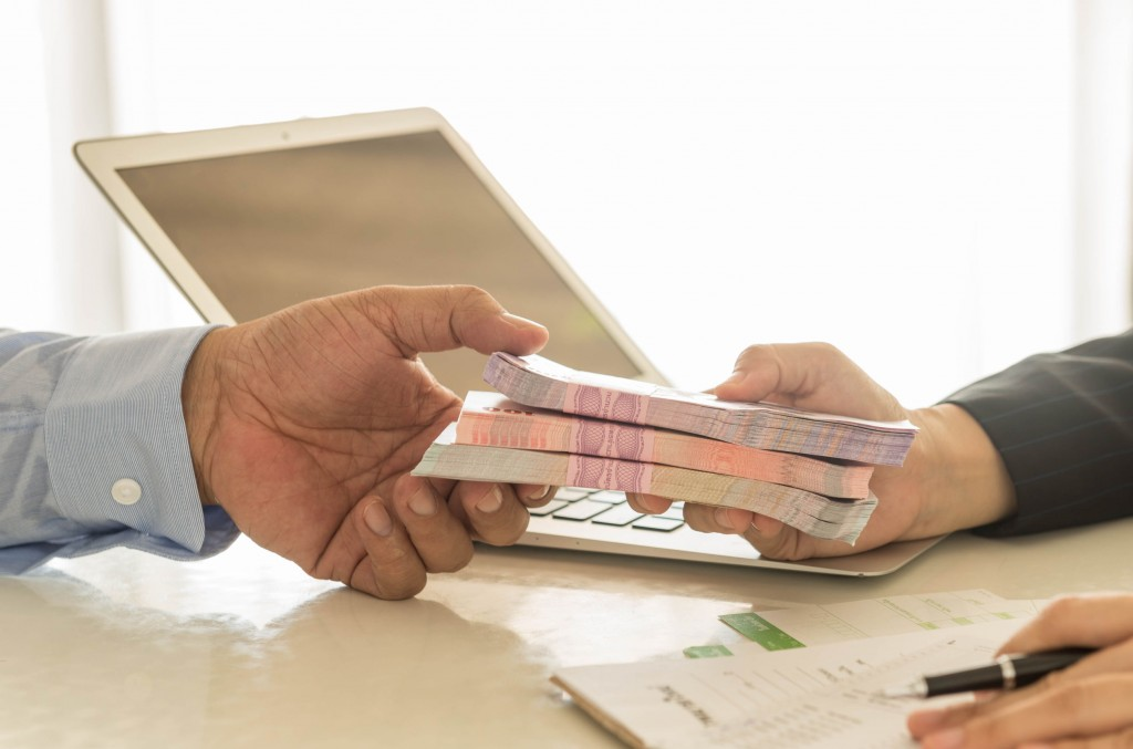 Taking into account a 7.5-trillion-won increase in household borrowing from local banks in October, market watchers say household credit is estimated to have already exceeded 1,300 trillion won. (image: KobizMedia/ Korea Bizwire)