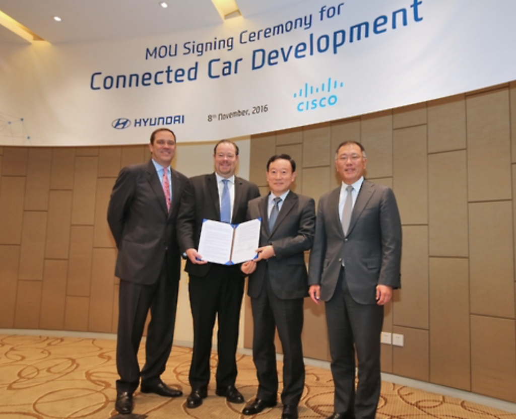 Chung Eui-sun (R), vice chairman of Hyundai Motor Co., and Chuck Robbins (L), CEO of U.S.-based IT giant Cisco Systems Inc. (image: Hyundai)