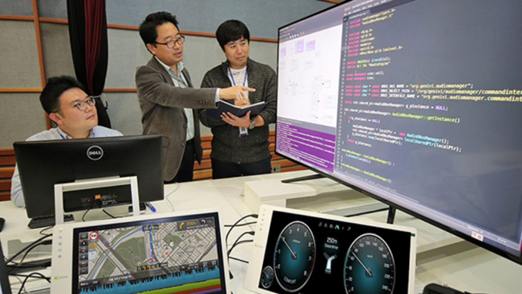 "The two companies established in June an infotainment software development department, which will be dedicated to the development of ccOS, with the ultimate goal of launching a ccOS-equipped, ""hyper-connected intelligent"" model by the year 2020. (image: Yonhap)"