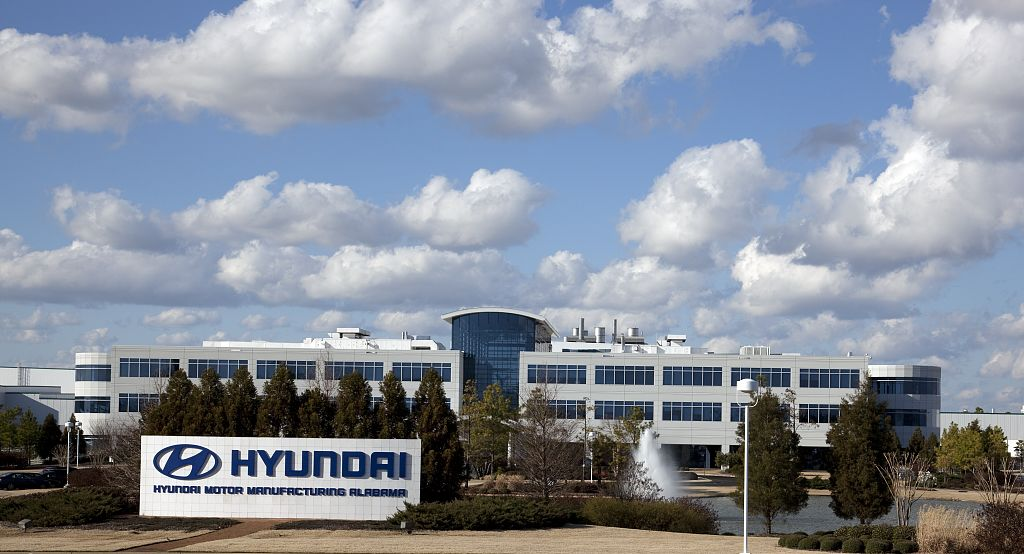 According to Hyundai and U.S. media reports, production workers at Hyundai Motor Manufacturing Alabama received an average annual wage and benefits of $90,400 in 2015. (image: Wikimedia)