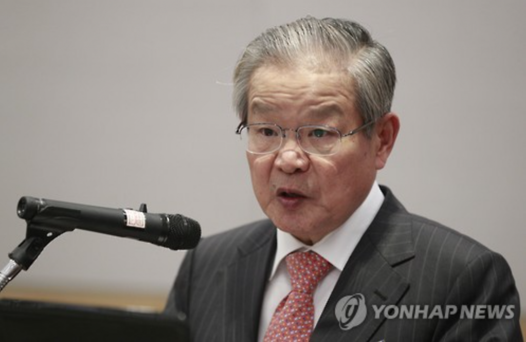 """Officials continue to fail in resolving the current situation in accordance with the laws and the constitution, which makes me feel that Korea is not yet a mature nation."" (image: Yonhap)"