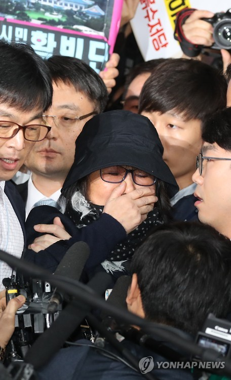 Investigations continue into the scandal surrounding the confidante Choi and her influence in state affairs. (image: Yonhap)