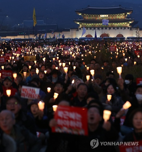Anti-Park candlelight rally in Seoul on November 17. (image: Yonhap)