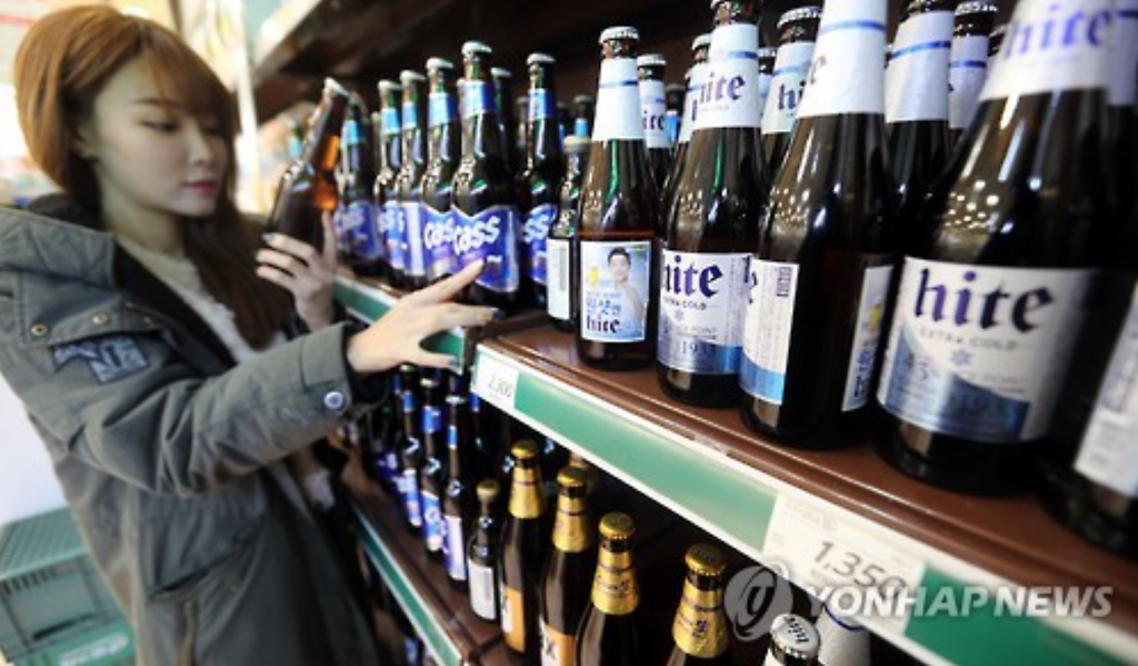 The adjustment came months after local confectionery makers, including Nongshim, Haitai Confectionery & Foods, and Lotte Confectionery, hiked their snack prices. (image: Yonhap)