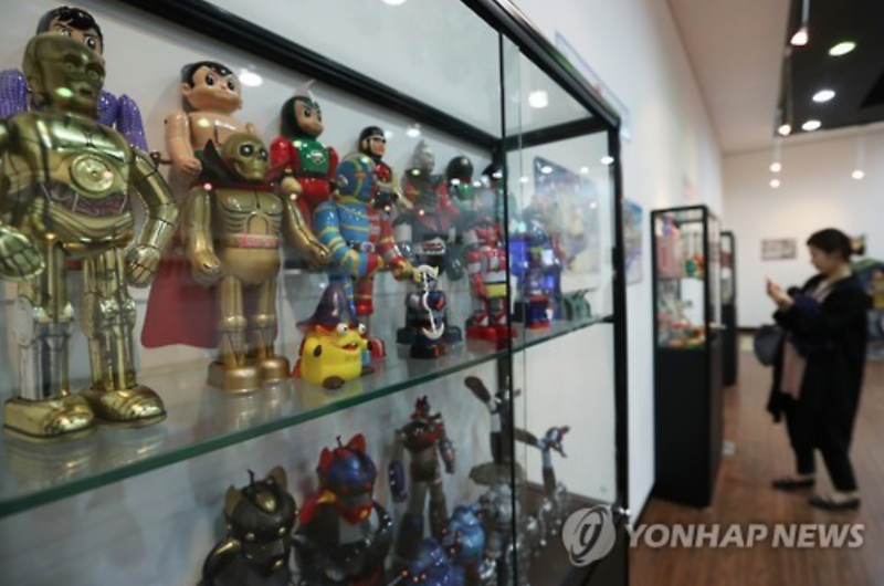 Seoul Exhibition Showcases Rare Cartoon Collectibles