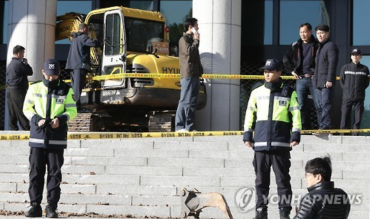 Man Rams Excavator into Prosecutors' Office over Presidential Scandal