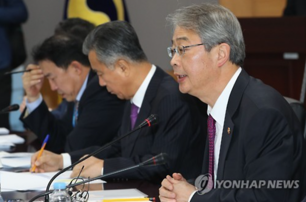 Yim Jong-yong, chairman of the Financial Services Commission, speaks during a meeting on financial reform at the Seoul Government Complex on Nov. 2, 2016. (image: Yonhap)