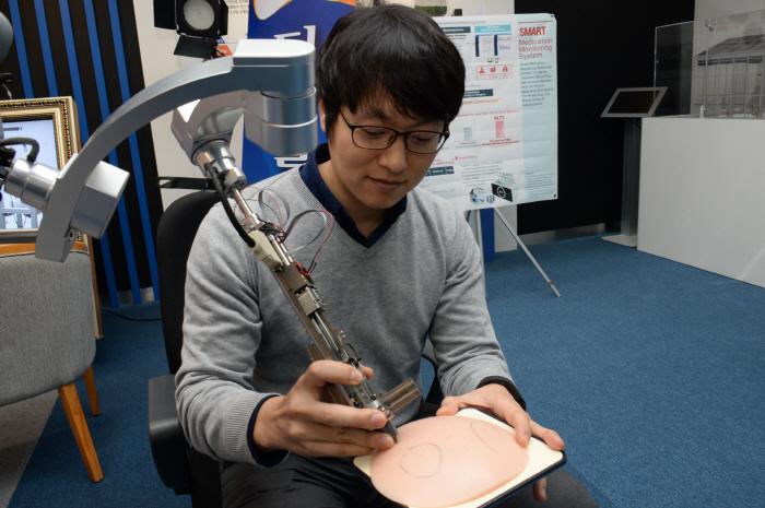 Korean Scientists Develop Automatic Hair Transplant Machine