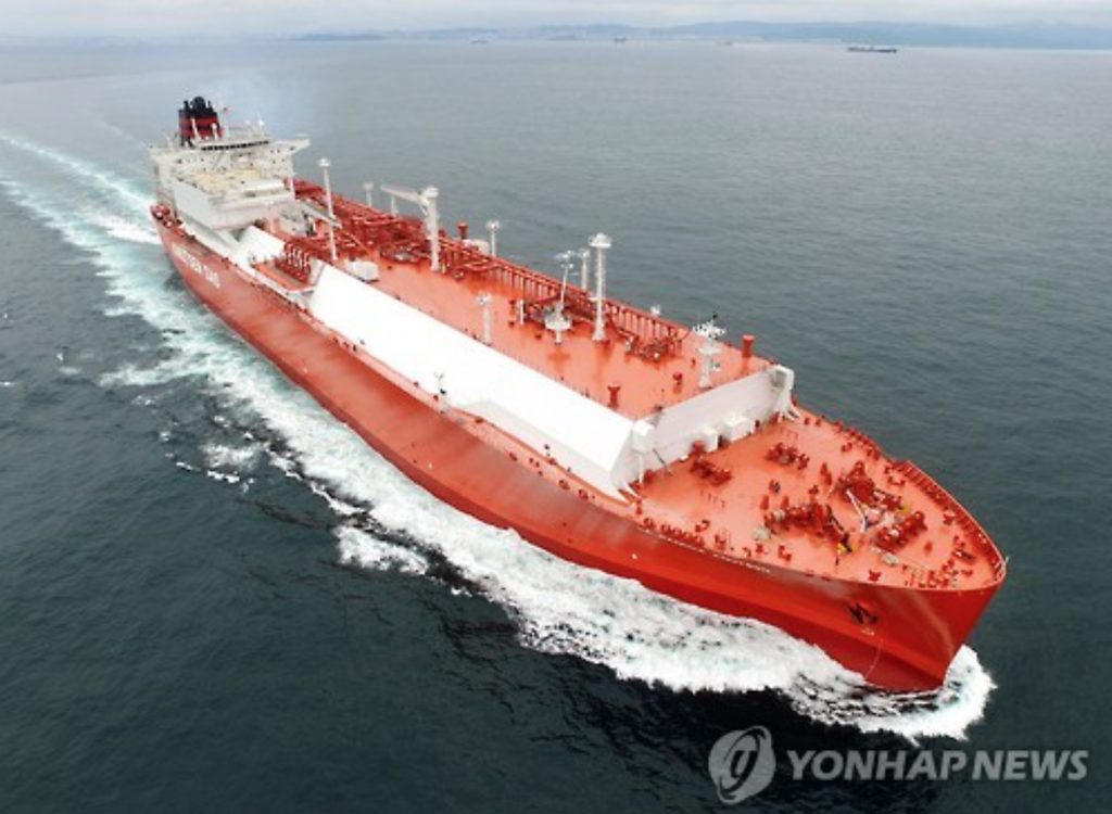 Currently, South Korea has only a single public-purpose ship powered by LNG. In comparison, 77 LNG-powered ships have been introduced in Europe as of March and an additional 85 LNG-powered ships are being built for mostly European and American customers. (image: Yonhap)